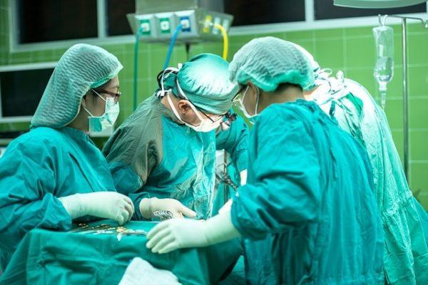 opération tumeur robot
